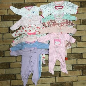 6 Months Baby Girl Onesies. Great Condition🍼
